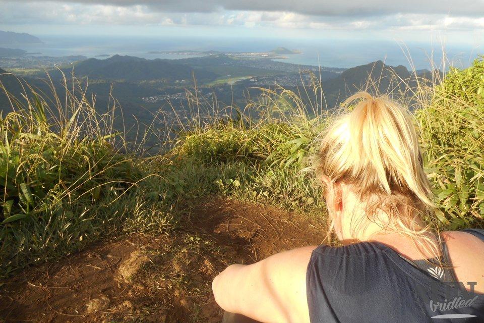 Das Gefühl von Freiheit, wenn man vom höchsten Punkt des Kaau Kraters auf die Ostküste schauen kann