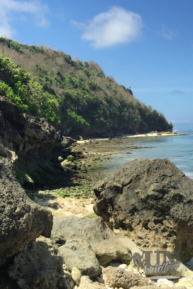 The most beautiful of Bali's beaches: big rocks and little green rocks adorn the Green Bowl Beach, the ocean water is flat and calm