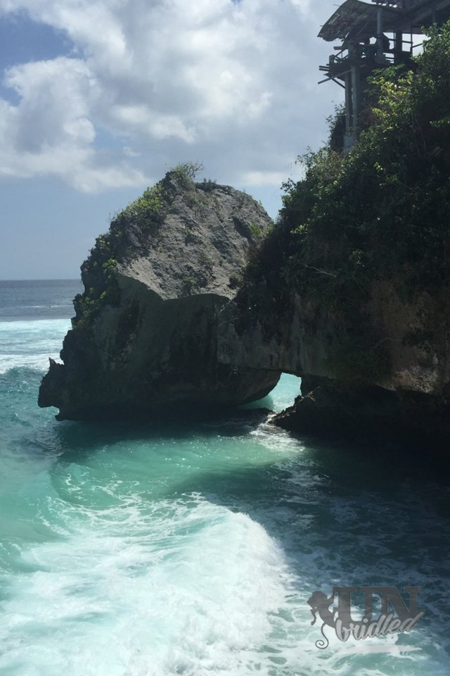 Beaches in Bali: Blue water and huge rocks with big waves