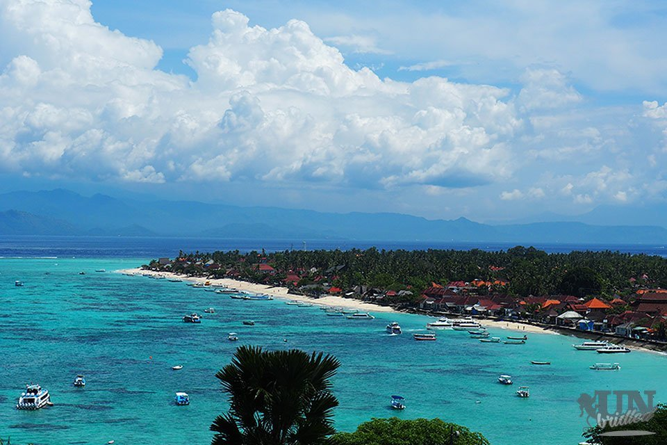 Blue ocean and white sand beach on Nusa Lembongan
