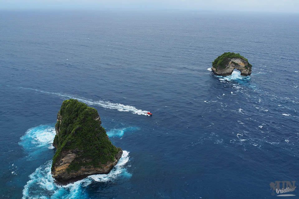 The stone arche and rock in the ocean in front of Nusa Penida