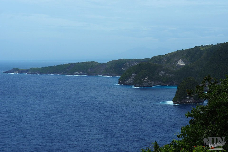 The coast of Nusa Penida and the blue ocean
