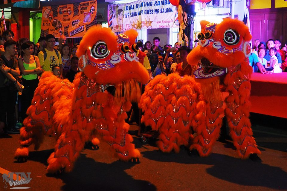 Zwei traditionelle Löwen während des chinesischen Neujahrsfestes in Penang