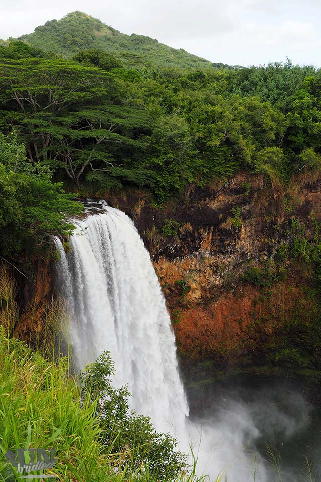 Viewing waterfalls for free to do Kauai on budget