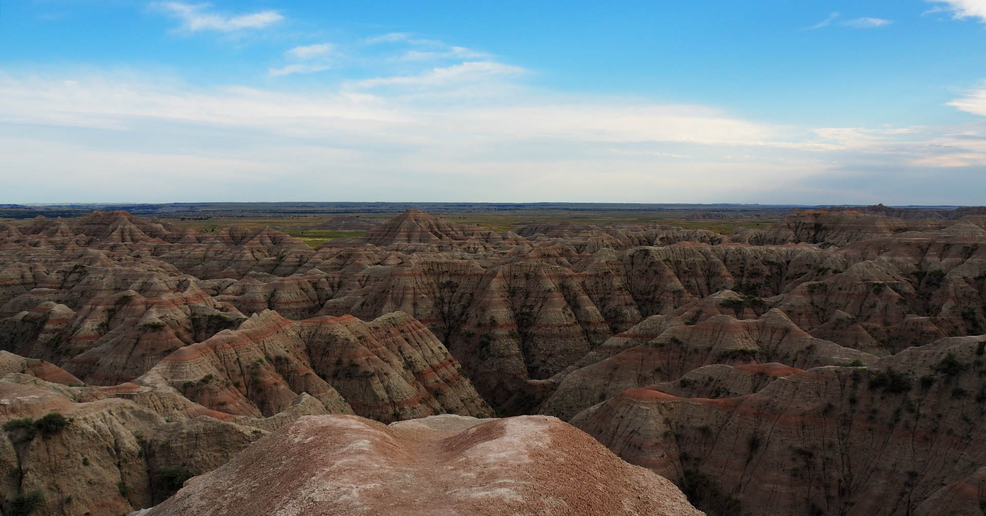 Badlands National Park - Fossils, layered rocks, bison & prairie dogs