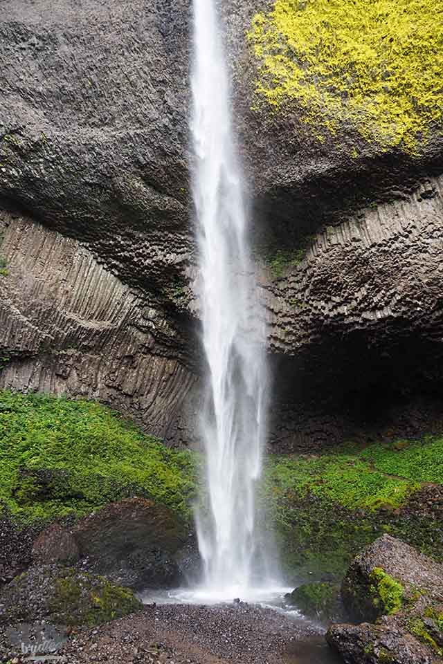 Huge waterfall at Columbia River Gorge