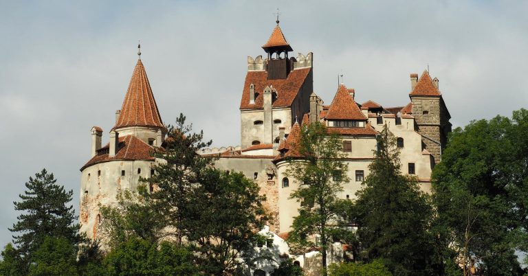 Schloss Bran (Draculas Schloss) von außen bei Tageslicht