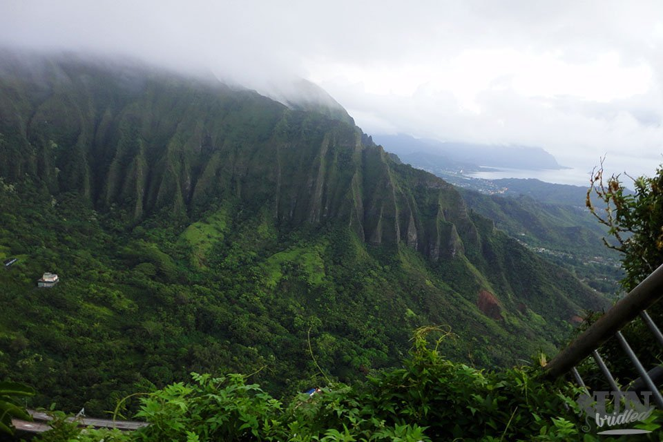 Ausblick auf die kaskadierten Berge auf Oahu