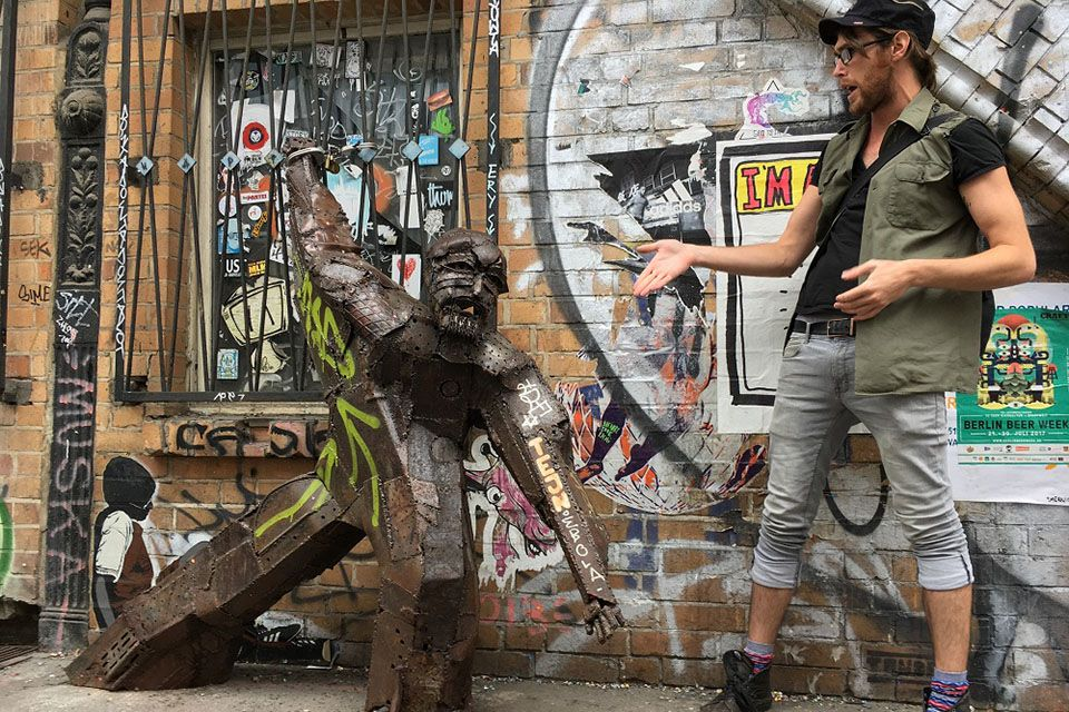 The walking street art tour from Alternative Berlin Tours is one of the alternative sightseeing tours in Berlin