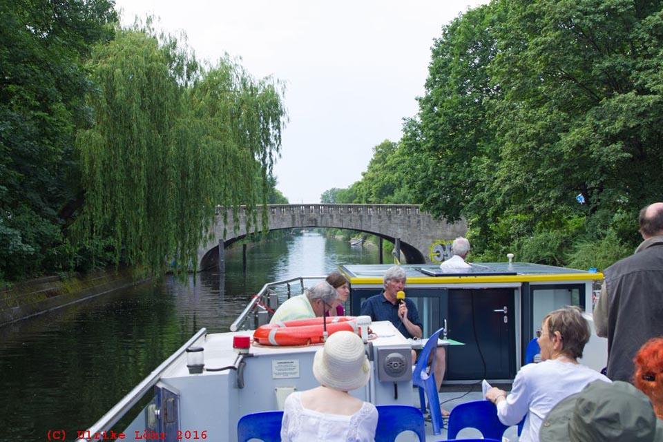 Alternative Stadtführungen in Berlin: Bootstour mit der Berliner Geschichtswerkstatt