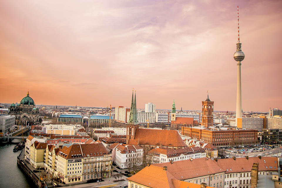 Berlin skyline during sunrise - Alternative sightseeing tours in Berlin