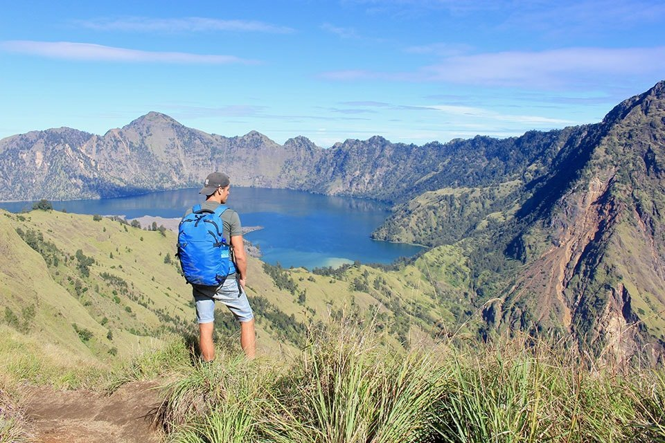 Mountains and a lake in Indonesia: Outdoor paradise for adventurers