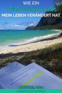 Buch mit einem wunderschönen Strand im Hintergrund und dem Text: Wie ein Auslandssemester mein Leben verändert hat