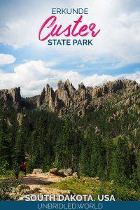 Berge, die wie Nadeln aussehen mit dem Text: Erkunde Custer State Park