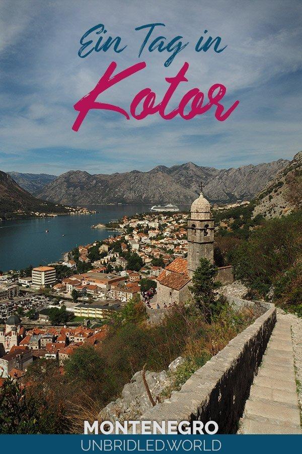 Berge, Meer und mediterrane Altstadt mit dem Text: Ein Tag in Kotor