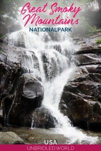 Wasserfall mit dem Text: Great Smoky Mountains Nationalpark