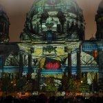 Berliner Dom in farbenfrohen Farben zum Festival of Lights in Berlin