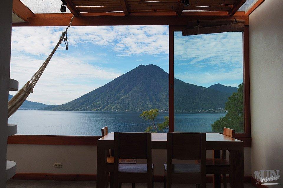 Aussicht auf den Atitlan-See und die Vulkane von einem Apartment