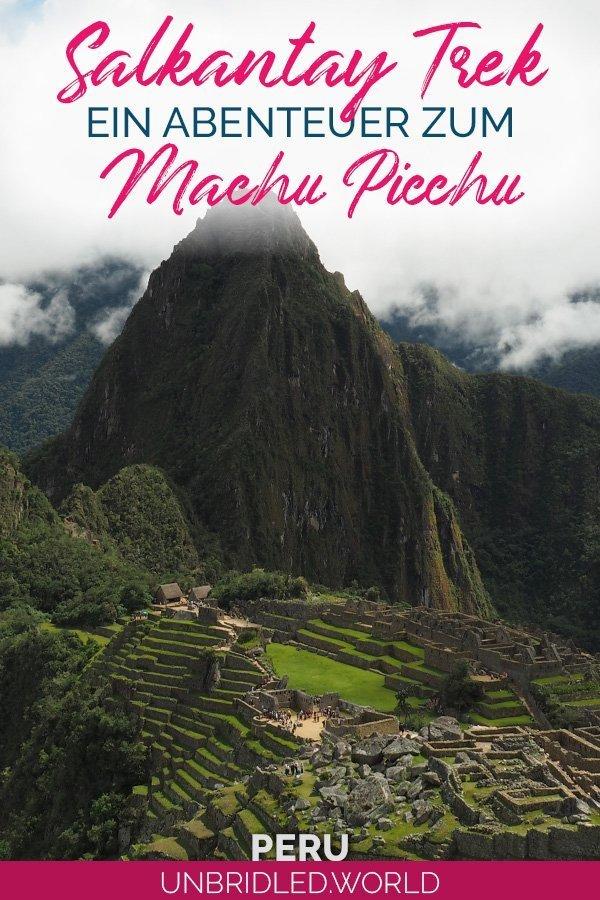 Machu Picchu (Inka Ruinen) mit dem Text: Salkantay Trek - Ein Abenteuer zum Machu Picchu