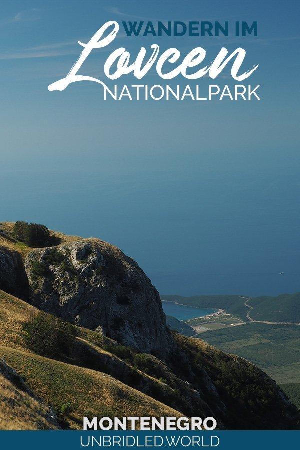 Berge an der Küste mit dem Text: Wandern im Lovcen Nationalpark